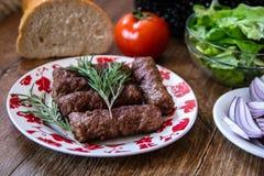 De barbecuekebab, traditionele van het Middenoosten en het Middellandse-Zeegebied eten van gehakt stock afbeelding