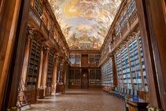 De Barokke Bibliotheek van het Strahov` s Klooster stock afbeeldingen