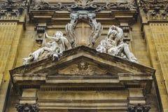 De barokke Mening van de de Voorgevel Lage Hoek van de Stijlkerk royalty-vrije stock afbeelding