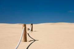 De barrière van het koord in woestijn Stock Afbeeldingen