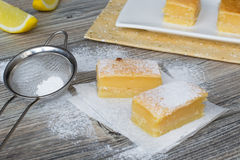 De bars van de citroen die met suiker worden gepoederd Royalty-vrije Stock Foto
