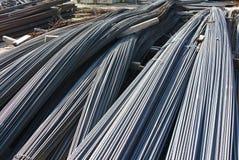 De bars van de staalversterking De staven of de staven van het staal die worden gebruikt om beton te versterken Stock Afbeelding