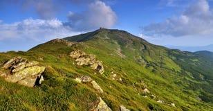 De base abandonné en montagnes carpathiennes photos libres de droits