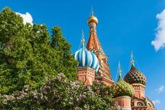 De Basilicumkathedraal van Moskou St op Rood Vierkant Stock Afbeelding