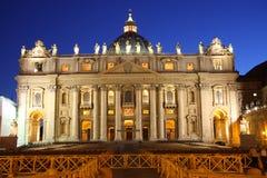 De Basiliek van heilige Peter bij nacht Royalty-vrije Stock Foto