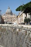 De basiliek van heilige Peter De stad van Vatikaan Stock Afbeeldingen