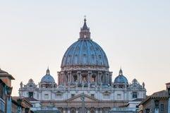 De Basiliek van heilige Peter in de Stad van Vatikaan, Italië Stock Afbeeldingen