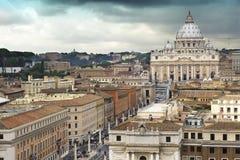 De Basiliek van heilige Peter en de weg van verzoening Rome het stock foto