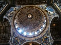 De Basiliek van heilige Peters Stock Afbeeldingen