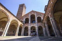 De Basiliek van Sant ` Ambrogio MILAN, ITALIË - Augustus 8, 2016 Stock Afbeelding
