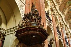 De Basiliek van St James (Tsjech: Kostelsvatã©ho Jakuba VÄ› tÅ ¡ Ãho) in de Oude Stad van Praag, Tsjechische Republiek royalty-vrije stock fotografie