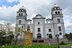 De Basiliek van Suyapa-kerk in Tegucigalpa, Honduras Stock Afbeeldingen