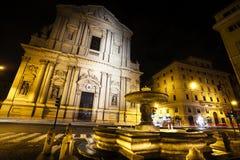 De basiliekkerk van Santandrea della valle in Rome, Italië nacht stock fotografie