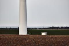 De basis van de windturbine op gebied Royalty-vrije Stock Afbeeldingen