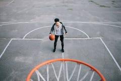 De basketbalspelers stock afbeeldingen