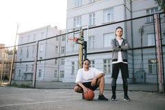 De basketbalspelers stock foto