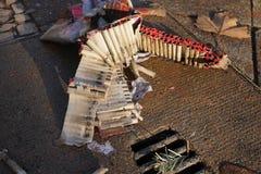 De batterijen en petards van het brandwond uit vuurwerk royalty-vrije stock fotografie