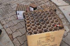 De batterijen en petards van het brandwond uit vuurwerk stock foto