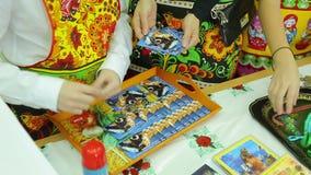 De bazaar, maakt de kaarten op stock video