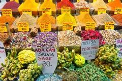 De bazaarwinkels van het kruid in Istanboel. stock foto's
