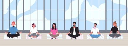 De beambten gekleed in slimme kleren zitten met gekruiste benen en mediteren tegen panoramisch venster op achtergrond royalty-vrije illustratie