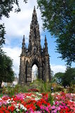 De Bedden van de bloem rond Monument royalty-vrije stock foto's