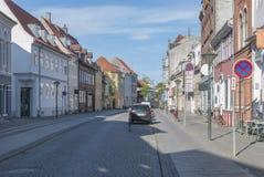 De bedekte straat van Odense Denemarken steen stock foto