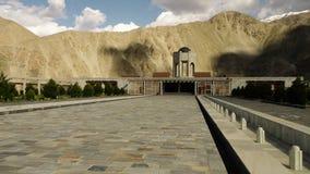 De bedekte weg aan het mausoleum stock videobeelden