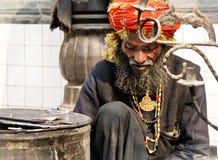 De bedelaar van heilige in heiligdom Nizamuddin in Delhi Royalty-vrije Stock Afbeeldingen