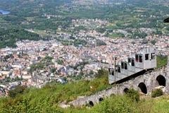 De bedevaartstad van Lourdes van Pic du Jer stock afbeeldingen