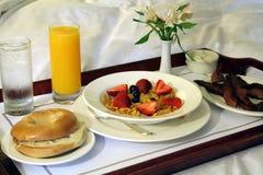 De Bediening op de kamer van het ontbijt royalty-vrije stock afbeelding