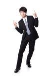 De bedrijfs mens die van succes genieten en heft wapens op Royalty-vrije Stock Foto's