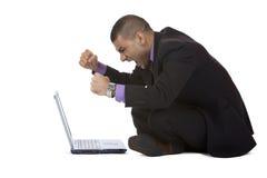 De bedrijfs mens heeft spanning met computer Stock Foto