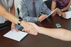 De bedrijfs mensen bij baan interviewen Stock Foto
