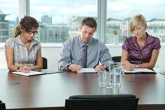De bedrijfs mensen bij baan interviewen Stock Afbeelding