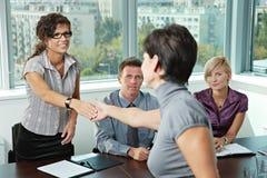 De bedrijfs mensen bij baan interviewen Stock Fotografie