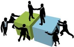 De bedrijfs mensen helpen overeenkomst samen bereiken Royalty-vrije Stock Afbeeldingen