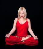 De bedrijfs vrouw heeft meditatie bij middagpauze Royalty-vrije Stock Foto