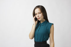 De bedrijfs vrouw spreekt op de telefoon royalty-vrije stock foto