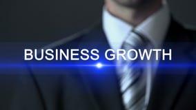 De bedrijfsgroei, mens in formeel kostuum wat betreft het scherm, bedrijfsconcept, uitbreiding stock videobeelden