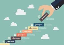 De bedrijfshand neemt een infographic stuk van trap op Stock Afbeeldingen