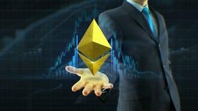 De bedrijfsmens, ethereum van de zakenmangreep, het pictogram van het ethercontante geld op de handgroei van citaten, munt, uitwi stock video