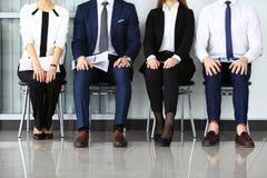 De bedrijfsmensen die op baan wachten interviewen Royalty-vrije Stock Afbeelding