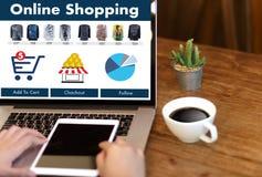 De bedrijfsmensen gebruiken Technologieelektronische handel Internet Globale Marketi Royalty-vrije Stock Afbeelding