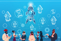 De bedrijfsmensen groeperen Glazen Ruimterocket success startup development van de Slijtage de Digitale Werkelijkheid Stock Fotografie