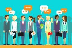 De bedrijfsmensen groeperen het spreken besprekend praatje Stock Foto