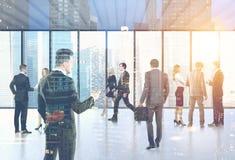 De bedrijfsmensen in hun bureau lobbyen, stad stock illustratie