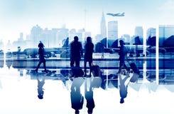 De bedrijfsmensen reizen Collectieve Luchthavenpassagier Eindconce Stock Foto's