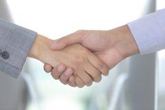 De bedrijfsmensen werken voor succes, bedrijfs wederzijds idee samen, royalty-vrije stock foto