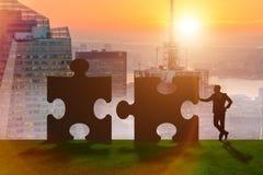 De bedrijfsmetafoor van groepswerk met puzzel Stock Foto